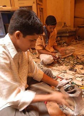 Reciclando en pésimas condiciones en la India