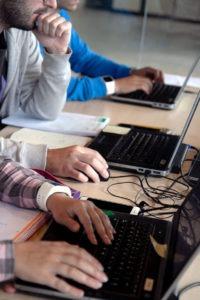 Conéctate y aprende en los cursos de Larraioz Elektronika