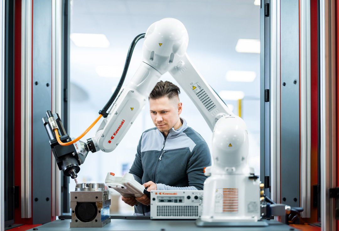kawasaki Robotics serie RS. Larraioz Elektronika Servicio técnico, consultoría, training y canal de ventas oficial de Kawasaki Robotics para el mercado español.