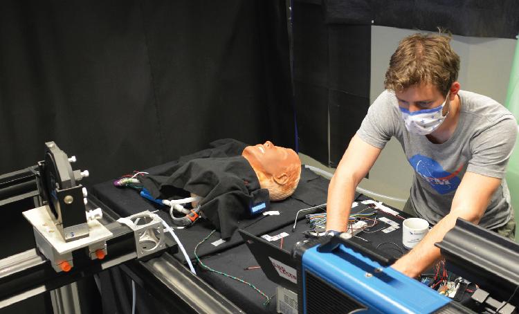 Los motores lineales LinMot de gran ayuda para para investigar la eficacia protectora de las mascarillas